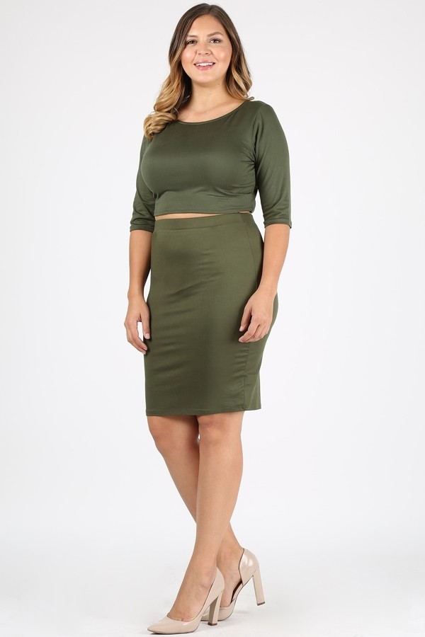 Plus Size Solid Fitted 3/4 Sleeve Crop Top And Midi Skirt Set